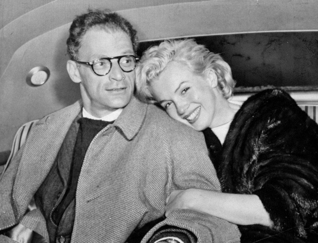 Аэропорт «Айдлуайлд». Супруги сфотографированы в автомобиле после возвращения с Ямайки. Январь 1957 года. Источник: Jack Clarity