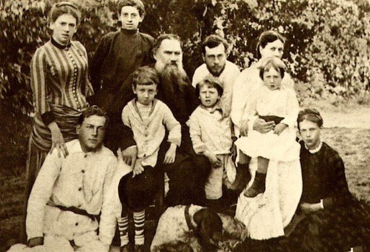 Лев Толстой с детьми.