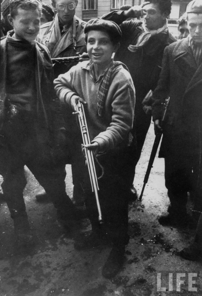 Будапештские дети с винтовками.