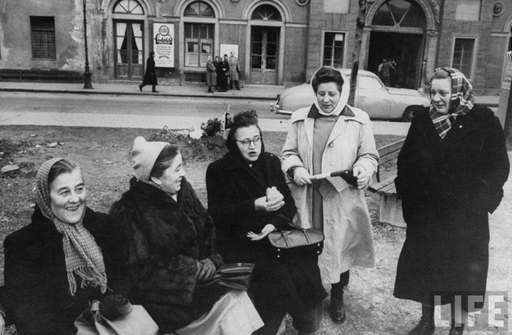Венгерские женщины во время Восстания.
