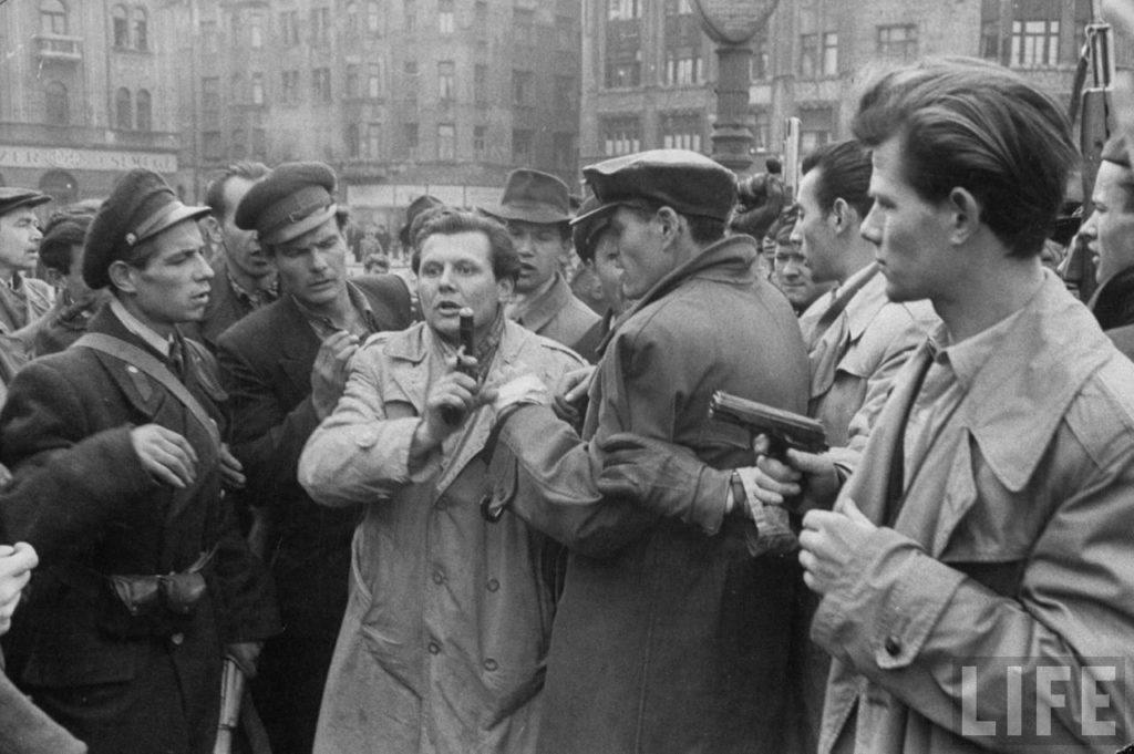 Венгерские борцы за свободу во время восстания против поддерживаемого Советским Союзом режима.
