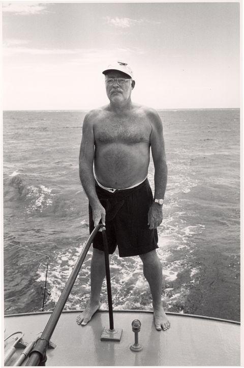 Глубоководная рыбалка Хемингуэя в водах Гаваны, Куба, около 1953 года.