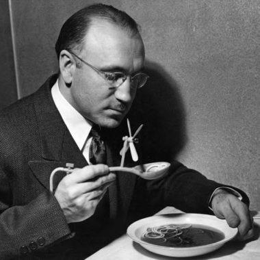 Рассел Оукс и его ложка для сливания супа