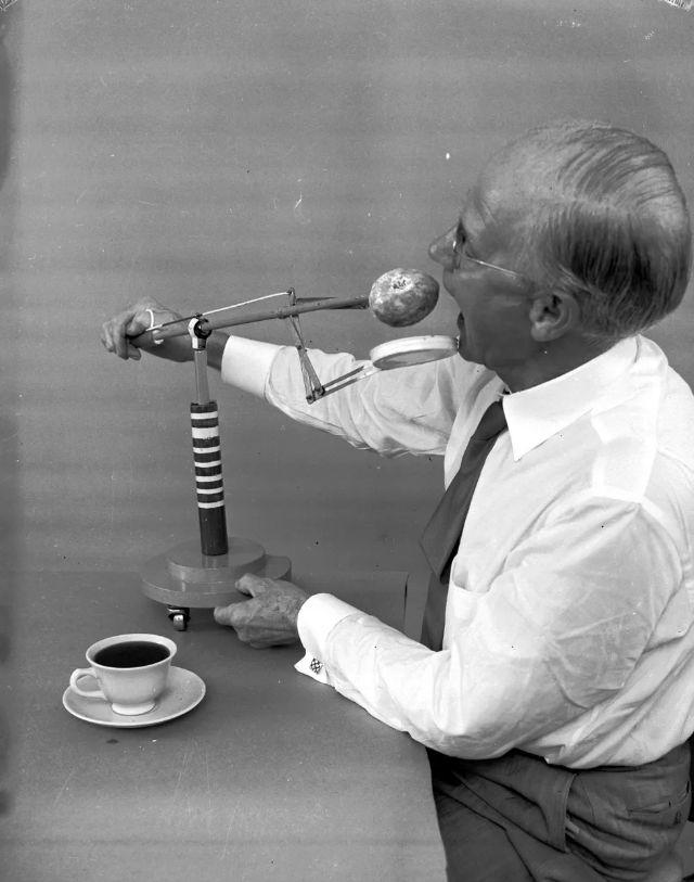 Рассел Оукс и его механизм для макания пончиков