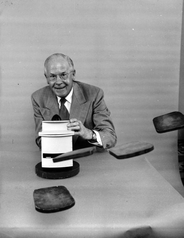 Рассел Оукс и горизонтальный тостер