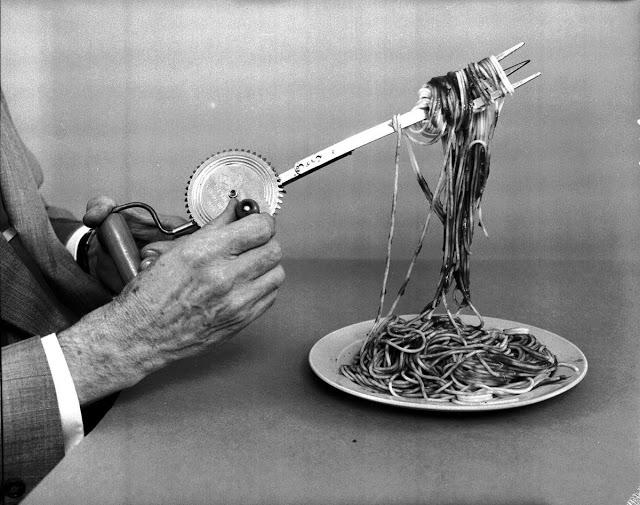 Вращающаяся вилка для спаггети
