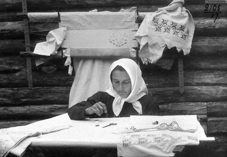 Вышивка гладью, начало XX века.
