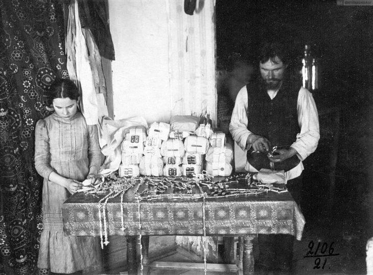 Производство сбруйных украшений, начало XX века.