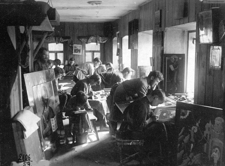 Иконописная мастерская, начало XX века.