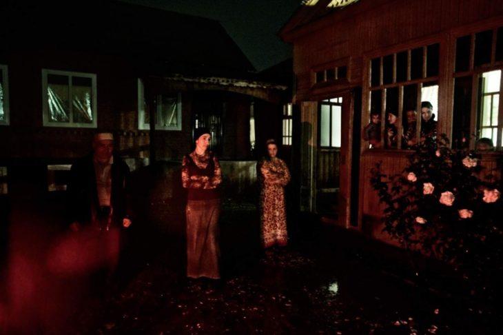 Женщины, чьи родственники были похищены и убиты чеченскими боевиками, в Шали, октябрь 2009 года.