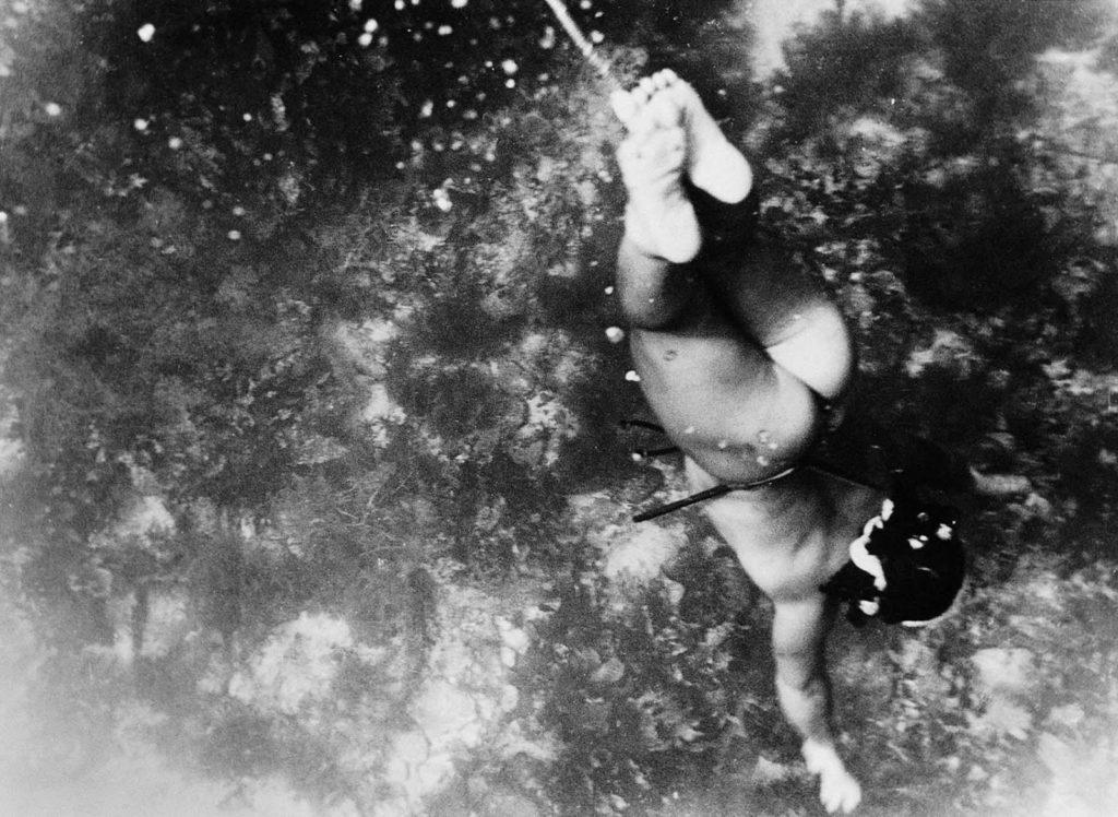 Женщины ныряли на глубину до 25 метров.