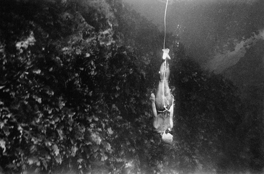 Те женщины, которые спускались на самую большую глубину, так же должны были носить утяжеленный пояс на талии, который облегчал их погружение.