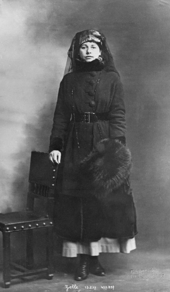Мата Хари сфотографирована после ареста в Париже.
